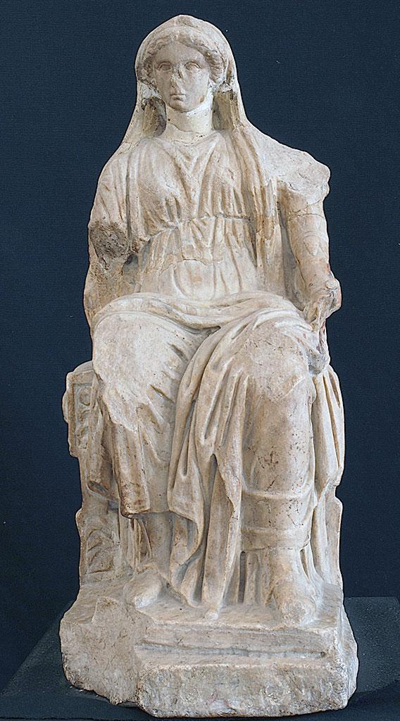 """Musée archéologique de Nîmes, statue """"Bona Dea"""", Ier s. av. J.-C."""
