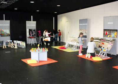 """Vue d'ensemble de l'exposition """"Le Petit Peuple des Murs"""""""