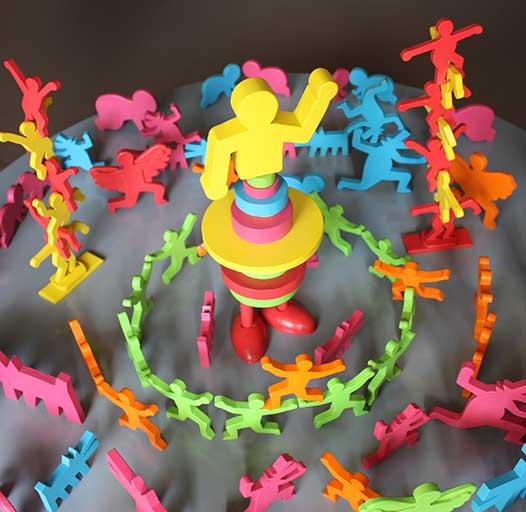 Le manège des acrobates inspiré des personnages de KEITH HARING