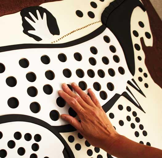 Exploration du panneau tactile des chevaux ponctués de PECH MERLE